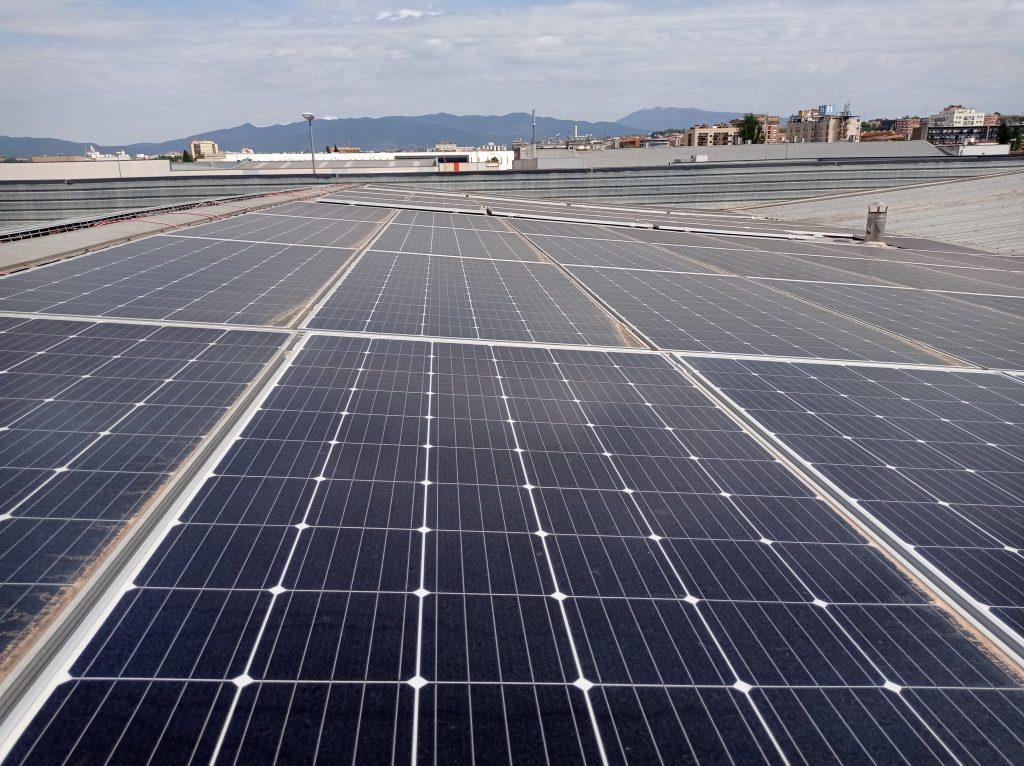 Cubierta nave Nousol con placas fotovoltaicas